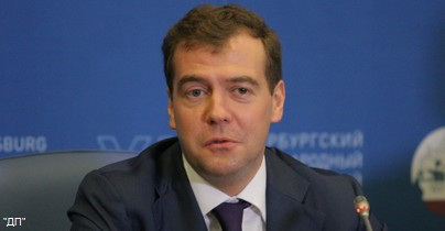 К приезду Медведева срочно демонтировали афишу