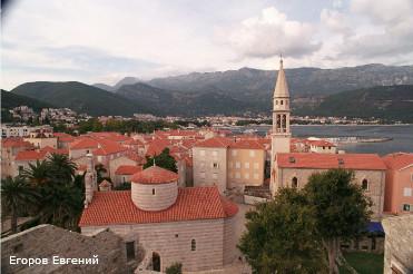 Montenegro / Черногория. Улица, город, море, туризм, пейзаж, путешествие, курорт, крыша, церковь.