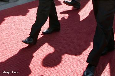 Кого собрался  встречать губернатор-жлоб ?: Власти Петербурга купят три ковровые дорожки за 3 млн рублей