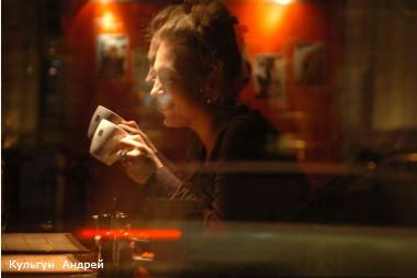 россия, санкт-петербургНа фото: Кафе, отражение в стекле.