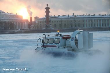 Зимний строевой смотр аварийно-спасательных сил и средств МЧС в Санкт-Петербурге