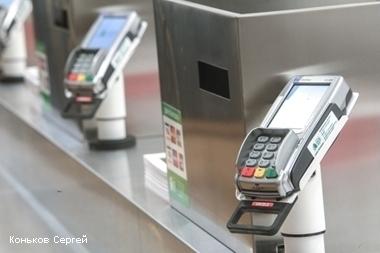 Петербуржцы стали расплачиваться банковскими картами на 50% чаще