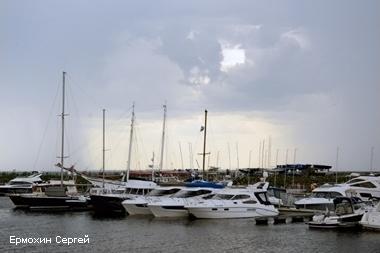 Полиция в Петербурге ищет угонщика 11-метровой яхты со стоянки у Лахта центра
